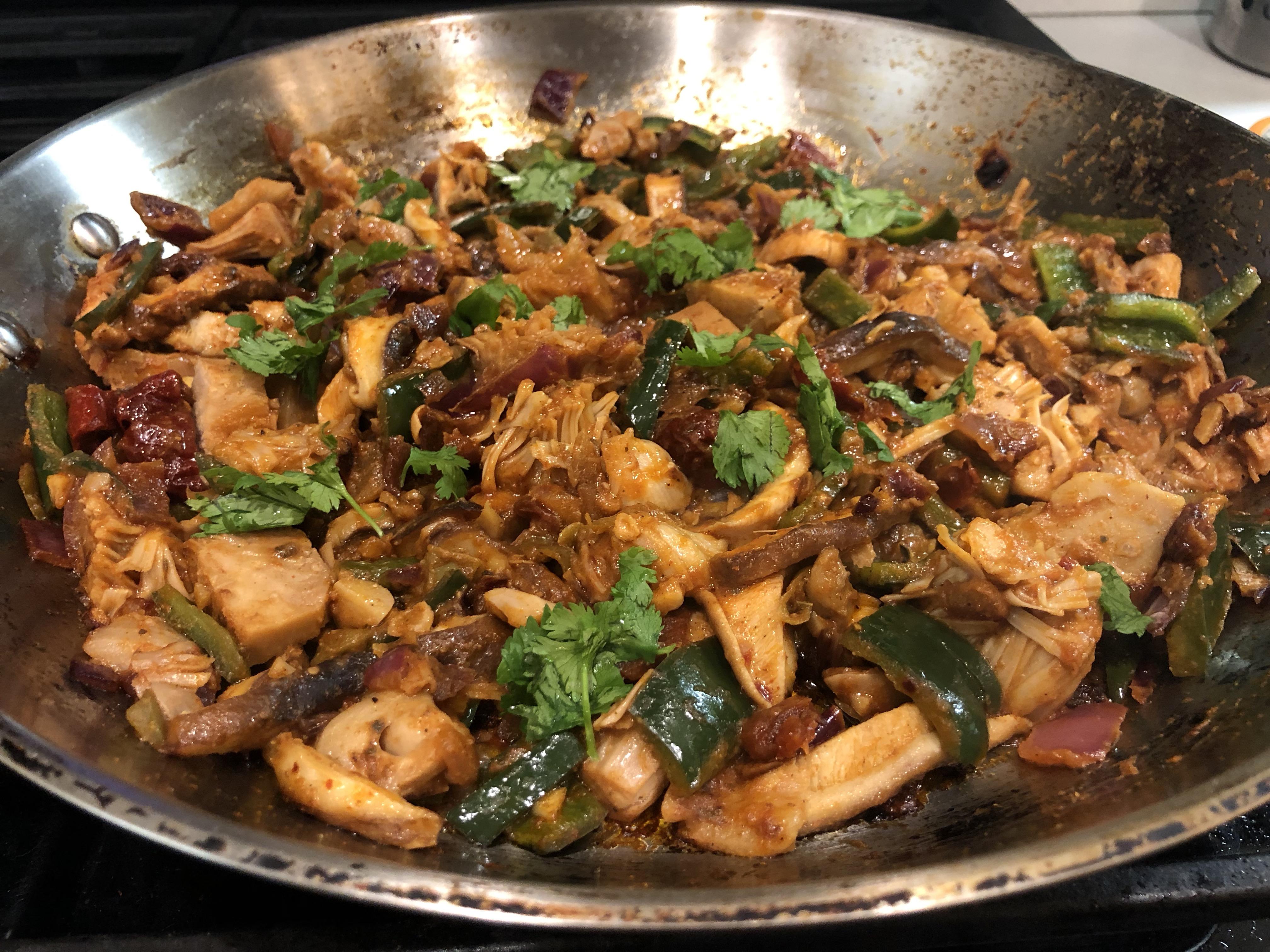 Beautiful jackfruit fajitas in the frying pan