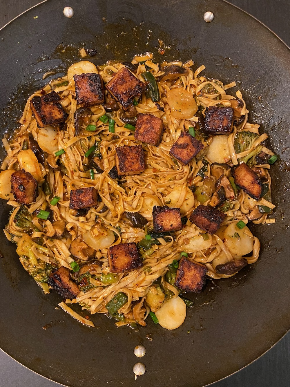 Your tofu garlic lo mein is ready to eat.